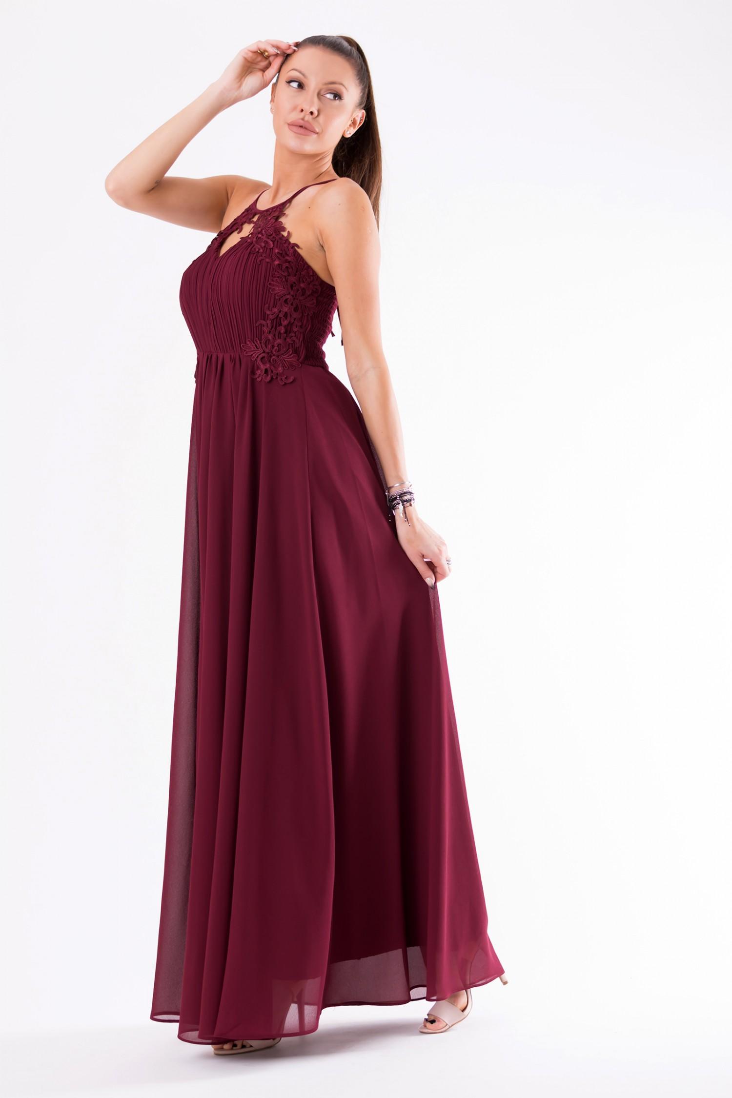 Długa sukienka z rozcięciem i haftem bordowa | Sukienki