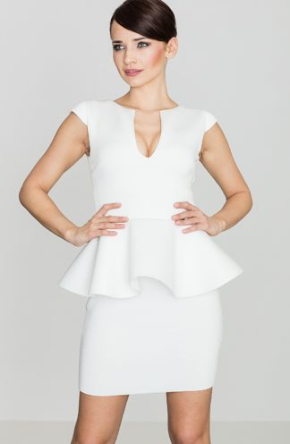 Dopasowana sukienka z baskinką ecru