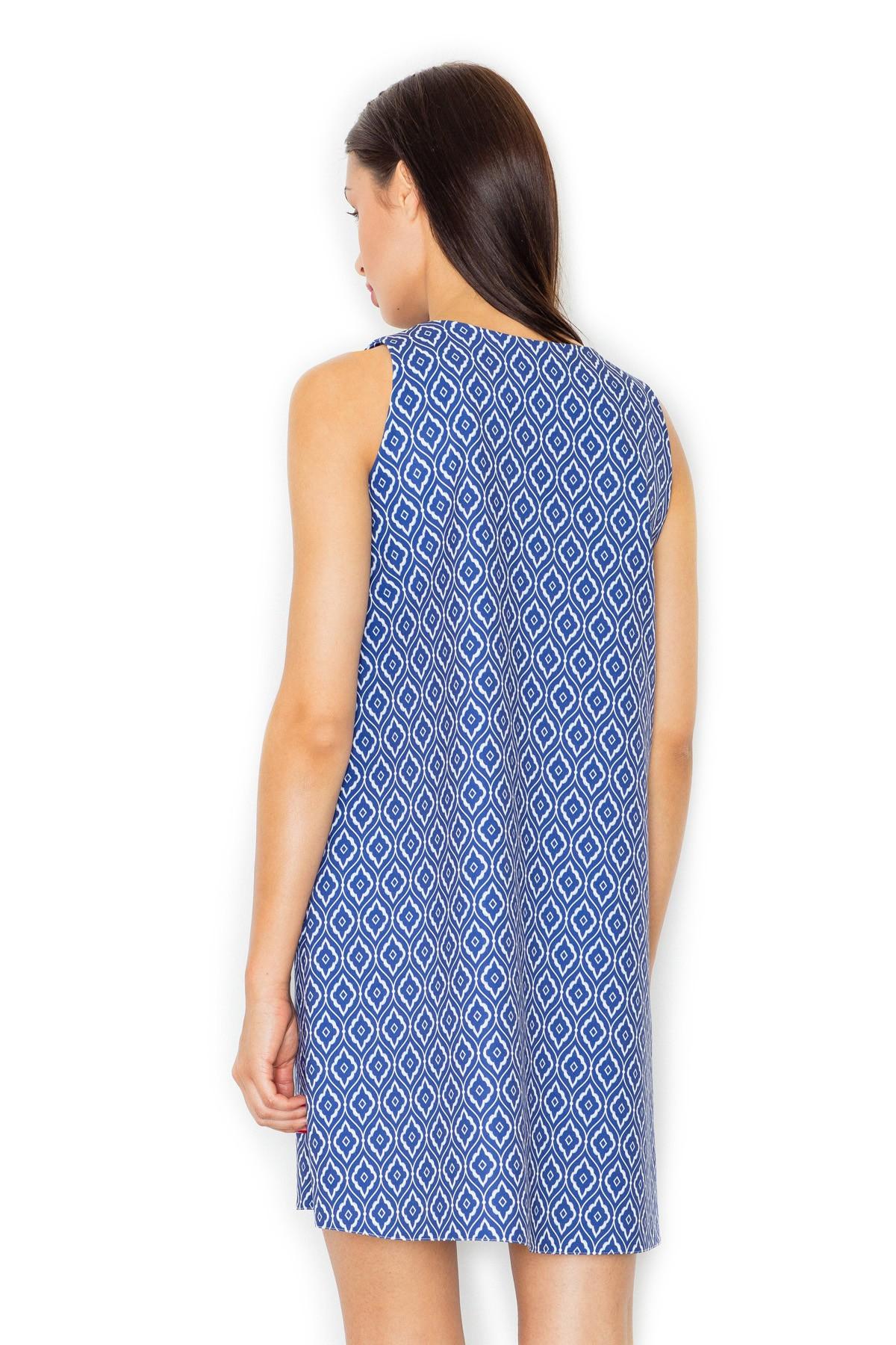 8213767e02 Trapezowa sukienka w geometryczny wzór niebieska · 13Sukienek.pl