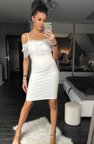 Sukienka na cienkich ramiączkach biała