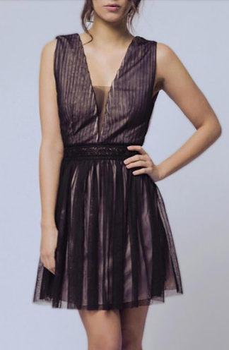 Tiulowa sukienka z dekoltem czarna