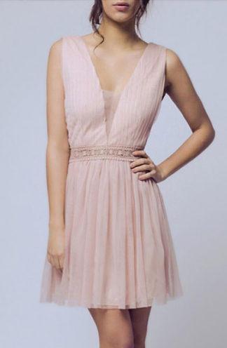 Tiulowa sukienka z dekoltem beżowa