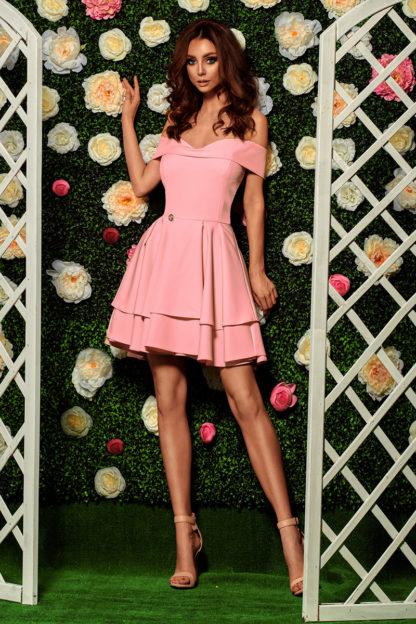 Sukienka na wesele z opadającymi ramionami róż