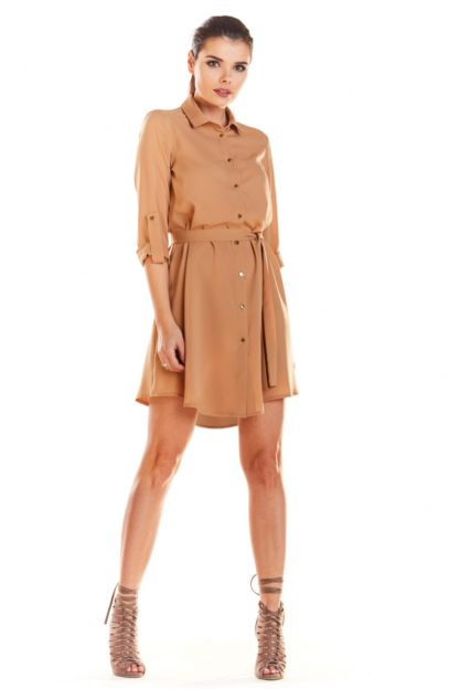 Biznesowa sukienka z guzikami beżowa