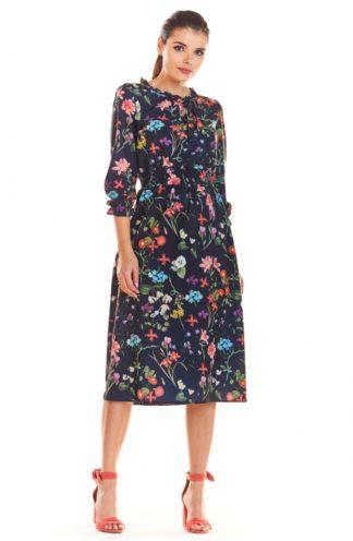 Sukienka midi w kwiaty granatowa