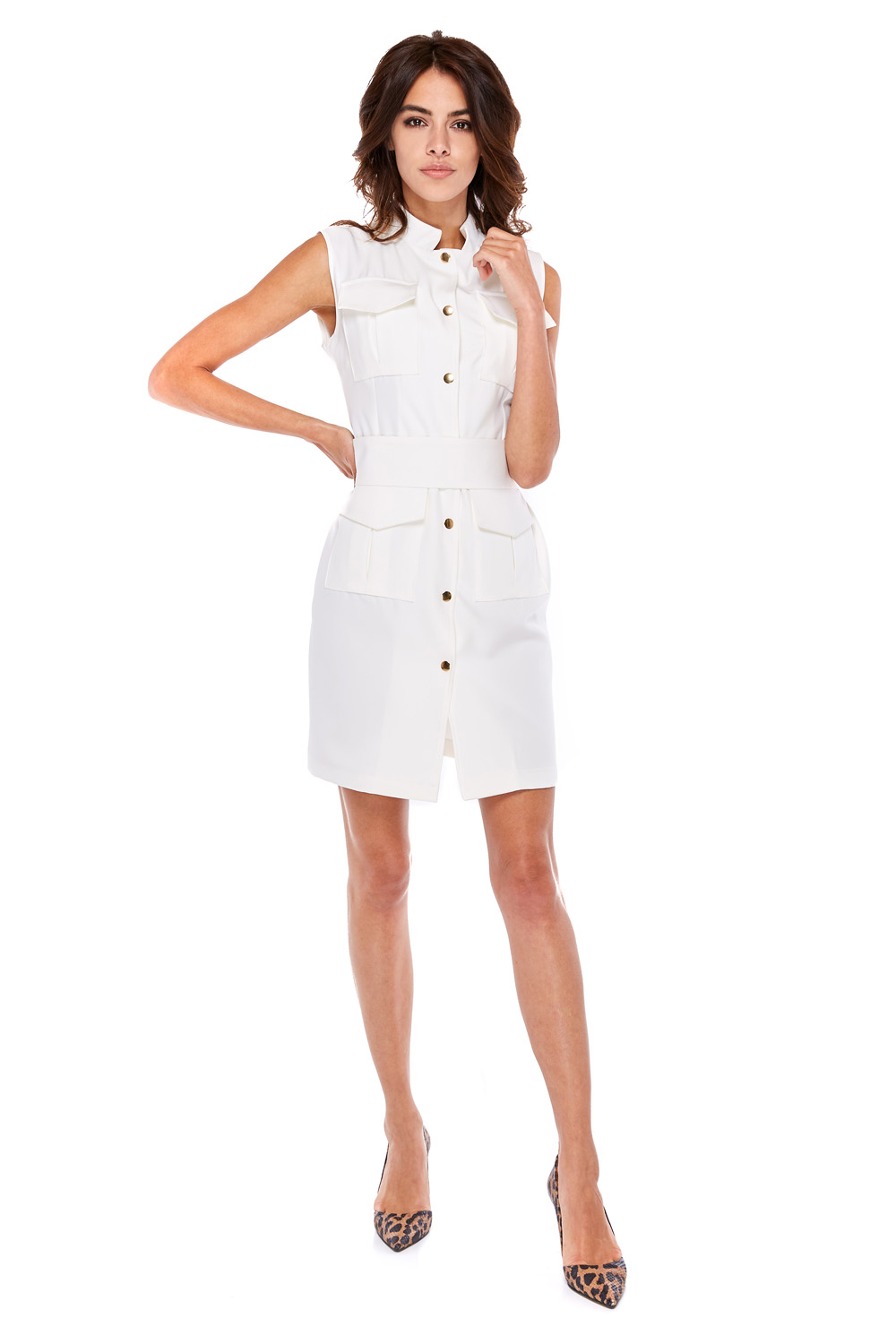 Biznesowa sukienka ze złotymi guzikami biała