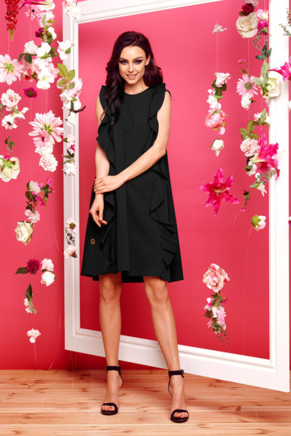 Trapezowa sukienka z pionowymi falbankami czarna
