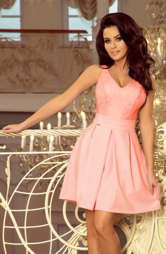 Sukienka z zakładkami i koronką różowa