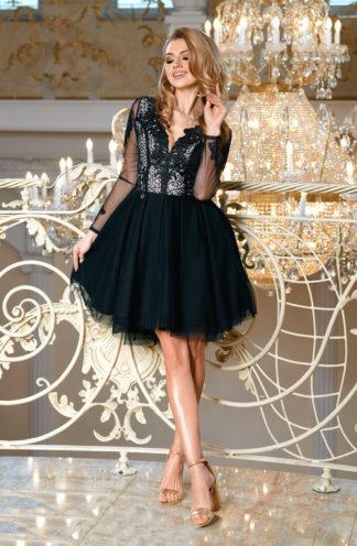 Sukienka z rękawami i tiulowym dołem