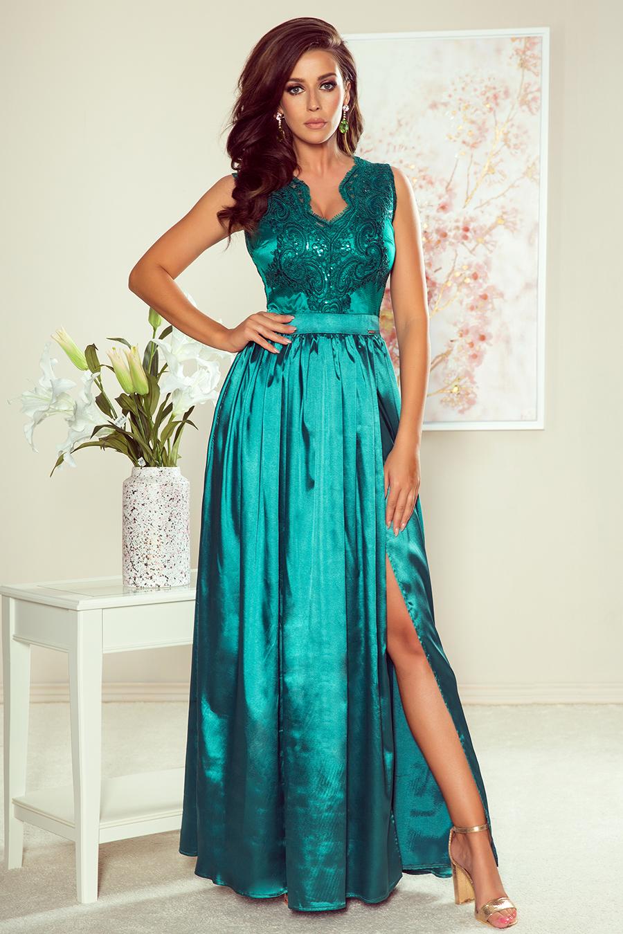 Długa suknia z dekoltem i koronkową górą morski