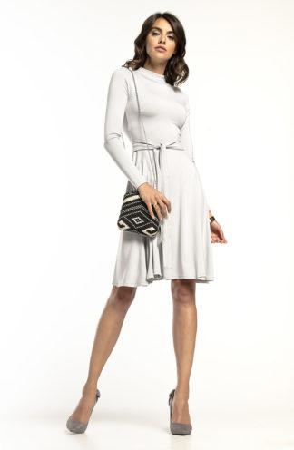 Elegancka sukienka z golfem jasny szary