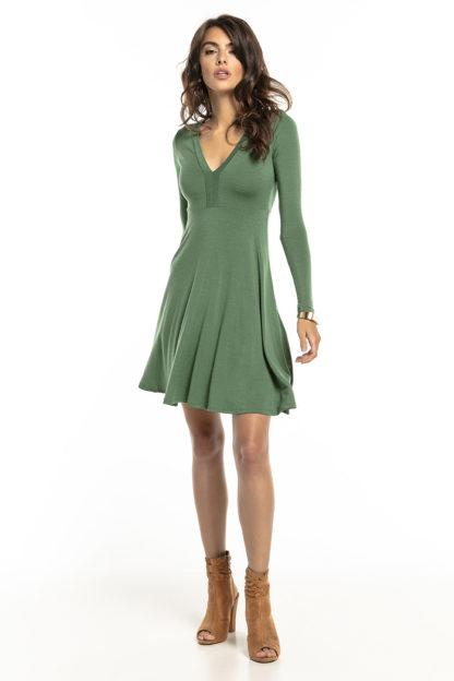 Rozkloszowana sukienka z dopasowaną górą zielona