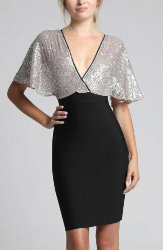 Wieczorowa sukienka ze srebrnymi rękawami