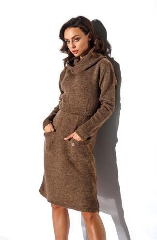 Sukienka swetrowa z golfem brąz