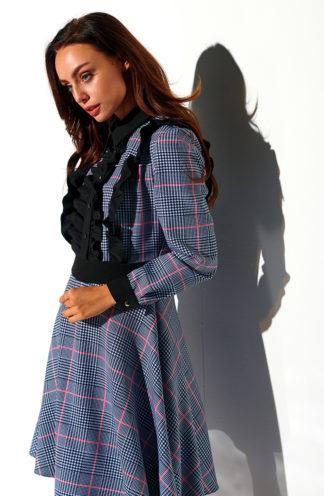 Sukienka z żabotem w kratę szara