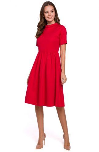 Rozkloszowana sukienka na stójce czerwona