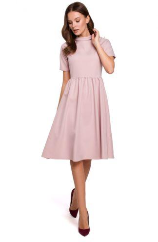 Rozkloszowana sukienka na stójce różowa