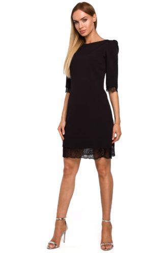 Sukienka z szerokimi ramionami czarna
