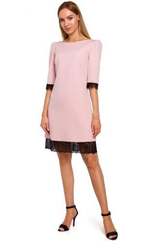 Sukienka z szerokimi ramionami różowa