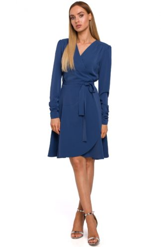 Sukienka o kopertowym kroju niebieska