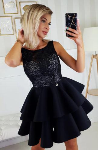 Wieczorowa sukienka z falbanami i cekinami