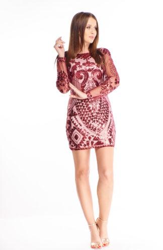 Bordowa sukienka z cekinów z rękawem
