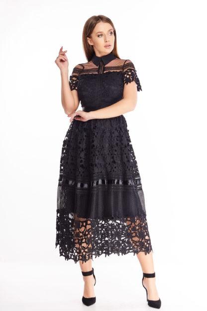 Koronkowa sukienka midi z kołnierzykiem