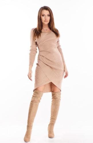 Prążkowana sukienka z zakładkami i rękawem
