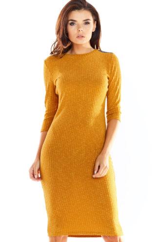 Ołówkowa sukienka z dzianiny karmelowa