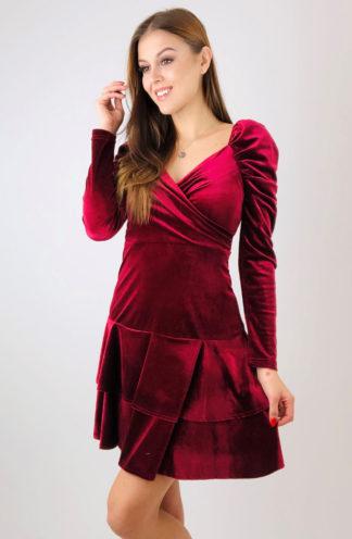 Welurowa sukienka z falbanami i rękawem