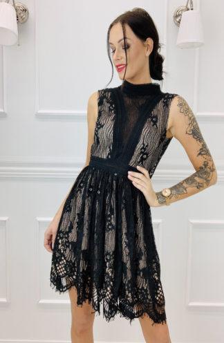 Sukienka z koronki na stójce