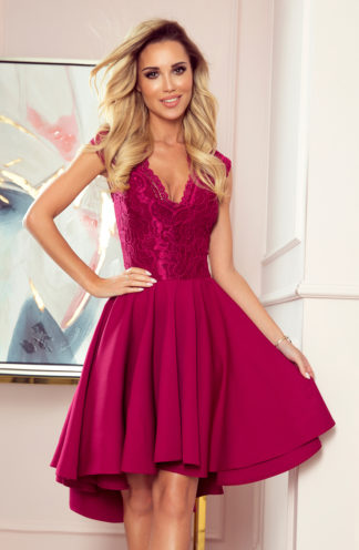 Sukienka z dłuższym tyłem i rękawkiem bordowa