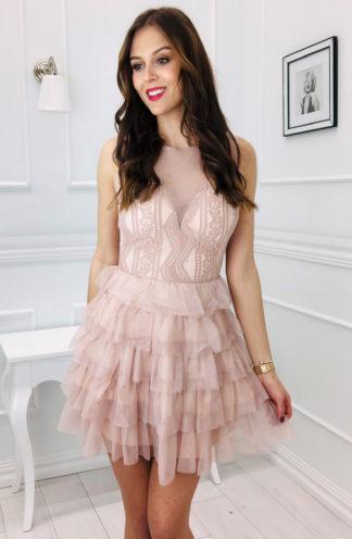 Tiulowa sukienka z falbankami
