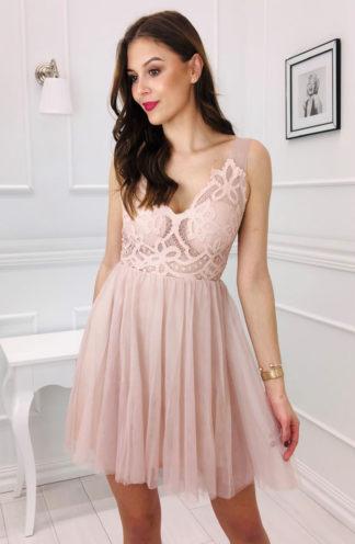 Tiulowa sukienka z dekoltem różowa