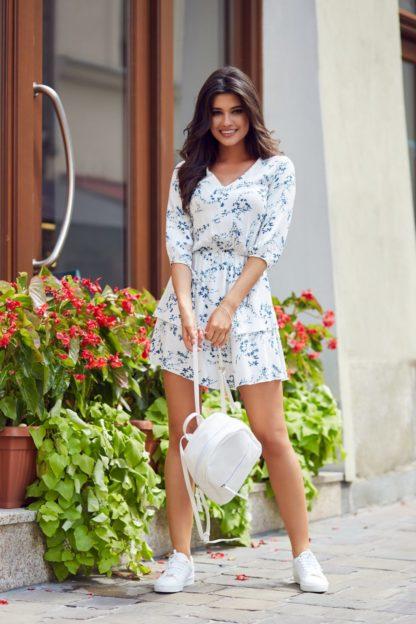 Sukienka z podwójną falbaną w niebieskie kwiaty