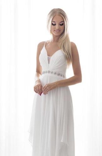 Długa suknia na cienkich ramiączkach biała