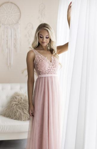 Suknia z zdobionym dekoltem różowa