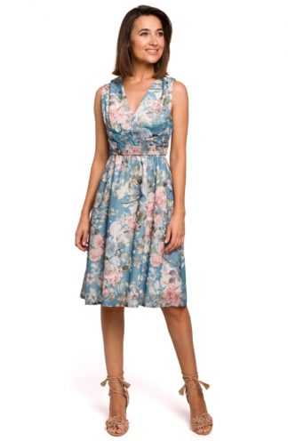Wizytowa sukienka w kwiaty niebieska