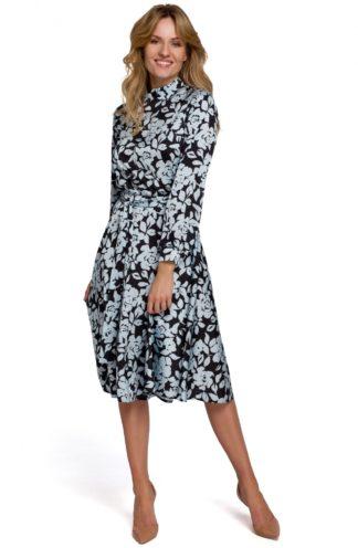 Sukienka ze stójką i wiązaniem czarna we wzory