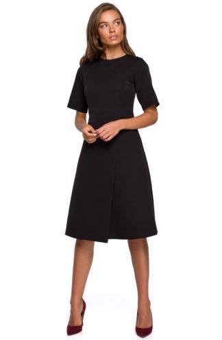 Elegancka sukienka z kopertowym dołem czarna