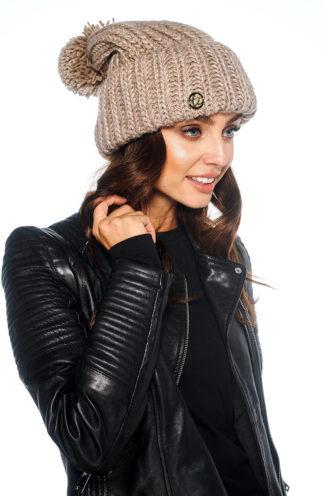 Zimowa czapka z pomponem beżowa