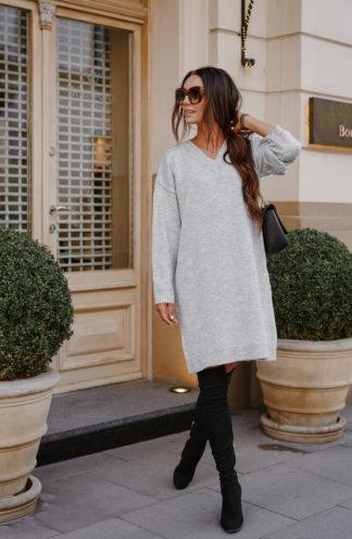 Swetrowa sukienka z dekoltem szara