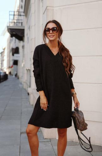 Swetrowa sukienka z dekoltem czarna