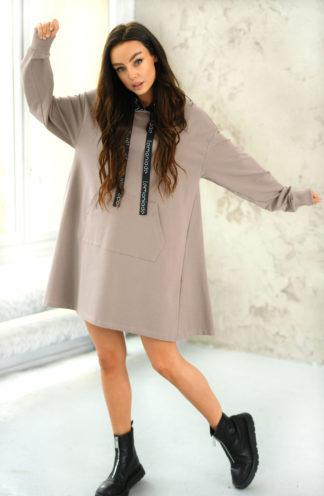 Trapezowa sukienka dresowa z kapturem beżowa