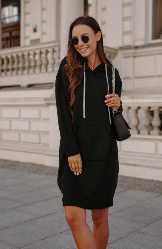 Sweterkowa sukienka z kapturem czarna