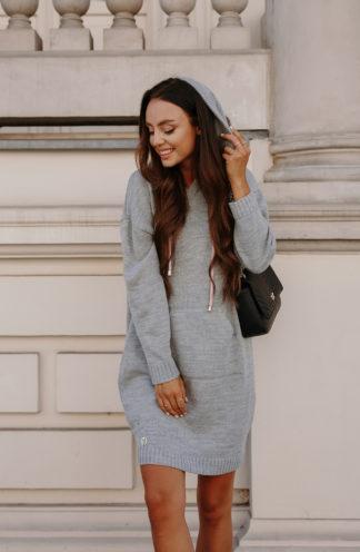 Sweterkowa sukienka z kapturem szara