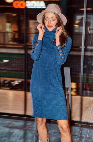 Dzianinowa sukienka z golfem niebieska