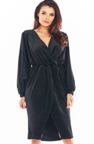 Welurowa sukienka midi czarna