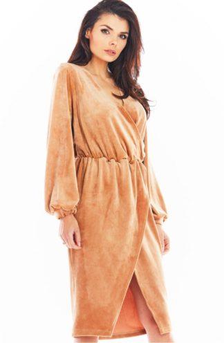 Welurowa sukienka midi beżowa