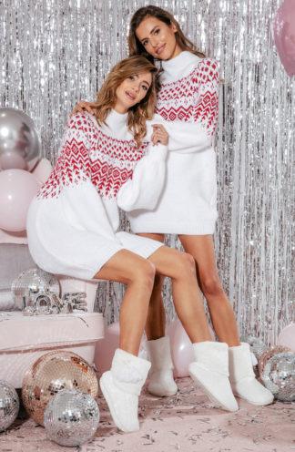 Luźna swetrowa sukienka we wzory